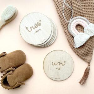 Baby wood tarjeta embarazo madera personalizada